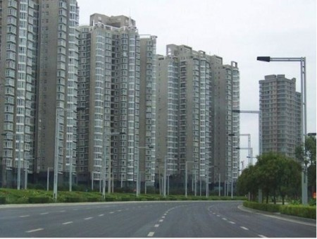 完全に無人状態の新築マンションたち。黒川紀章さんが設計