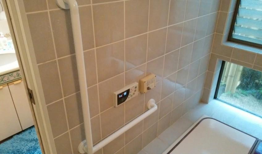 浴室にも手摺、新設(^_^)b